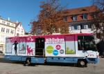Der Bibliobus auf dem Alten Marktplatz in Lörrach