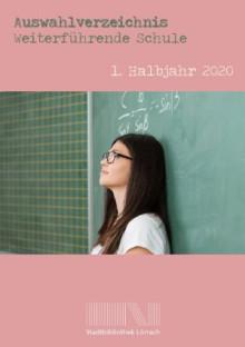 Cover des Auswahlverzeichnisses - eine Schülerin lehnt an einer Tafel